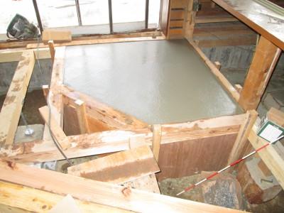 ストーブ床補強コンクリート